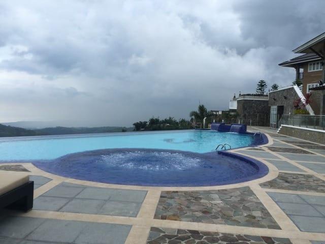 Pine-Tree-Mountain-Resort,-Cebu